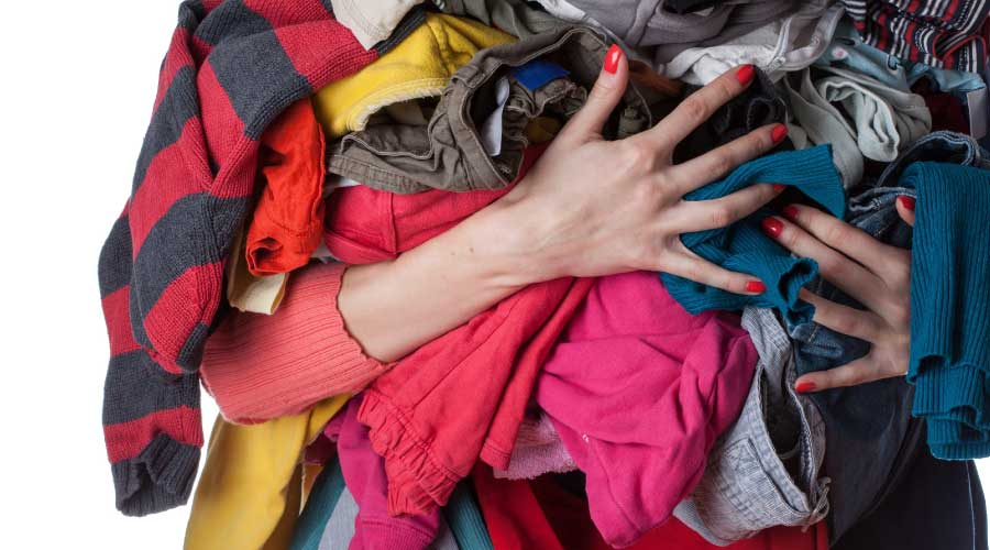 discard old clothes like marie kondo